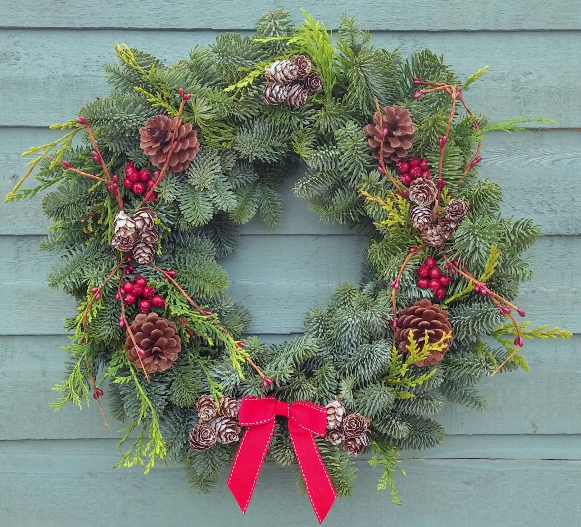 Christmas Wreaths Delivered - Buy Your Real Christmas Wreath Online